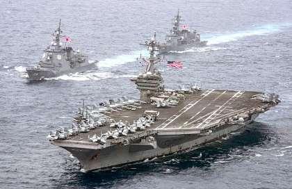 米空母と海自艦.jpg