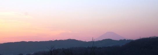 西柴小脇の階段を登った処で撮影した夕刻の富士山.jpg