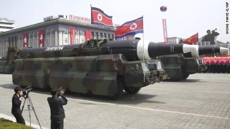 北朝鮮新型ミサイル.jpg