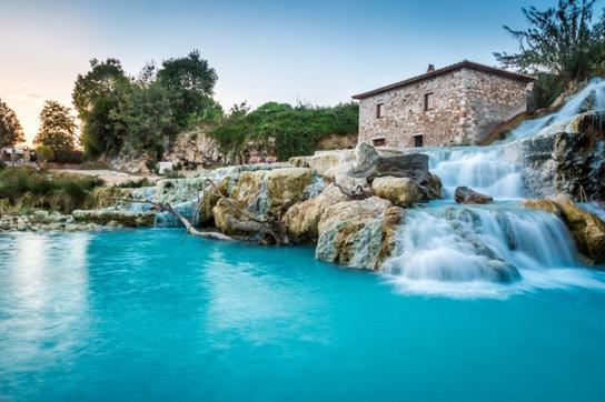 shutterstock サトゥルニア温泉