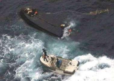 能登半島沖で転覆の北朝鮮漁船.jpg